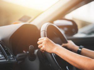 MEDIDAS DE SEGURIDAD AL CONDUCIR UN AUTO